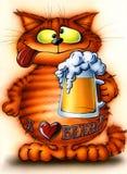 Chat rouge satisfaisant avec de la bière Photos libres de droits