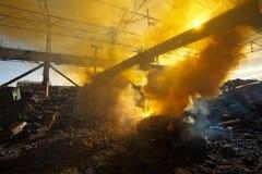 Chatarra y humo fotografía de archivo