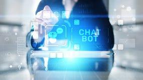 Chatbotcomputerprogramma voor gesprek met menselijke gebruikers over Internet wordt opgesteld dat stock foto's