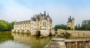 Chateau av Chenonceau med floden Cher Arkivfoto