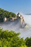 Chateau de Castelnaud στην υδρονέφωση πρωινού, Dordogne στοκ φωτογραφία με δικαίωμα ελεύθερης χρήσης
