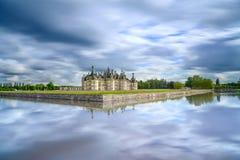 Chateau de Chambord, μεσαιωνικό γαλλικό κάστρο της ΟΥΝΕΣΚΟ και αντανάκλαση. Loire, Γαλλία Στοκ Φωτογραφίες