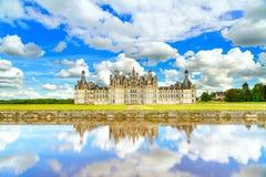 Chateau de Chambord, mittelalterliches französisches Schloss UNESCO und Reflexion. Die Loire, Frankreich Lizenzfreies Stockfoto