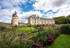 Chateau de Chenonceau och bedövaträdgårdar royaltyfria bilder