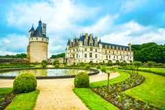 Chateau DE Chenonceau Unesco middeleeuwse Franse kasteel en poolgeep stock afbeeldingen