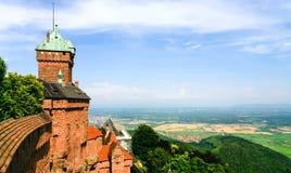 Chateau du阿尔萨斯Haut-Koenigsbourg和土地  免版税库存照片