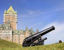 Chateau Frontenac en kanonnen, de Stad van Quebec Stock Foto's