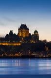 Quebec City vid natt Arkivfoton