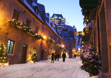 Chateau Frontenac på skymning i vinter Arkivfoton