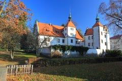 Chateau i Benesov nad Ploucnici royaltyfri foto