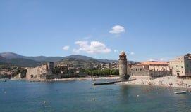 Chateau reale e Notre Dame, Collioure, Francia. immagini stock libere da diritti