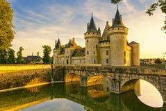 Chateau van de bezwalkenen-sur-Loire bij zonsondergang, Frankrijk Stock Foto