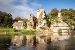 Chateau van Sergeac en rivier stock afbeeldingen
