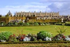 chateauen arbeta i trädgården versailles Royaltyfri Bild