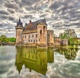 Chateauen de Befläcka-sur-Loire, av Loiret Valley rockerar på i Frankrike Royaltyfria Bilder