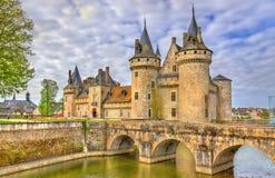 Chateauen de Befläcka-sur-Loire, av Loiret Valley rockerar på i Frankrike fotografering för bildbyråer