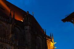 chatholic kościół przy błękitnym godzina wieczór zdjęcia stock