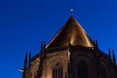 chatholic kościół przy błękitnym godzina wieczór fotografia royalty free