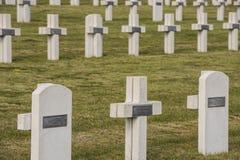 Chatillon苏尔马恩省坟墓的战争公墓 库存照片