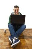 Chating avec des amis en ligne Images libres de droits