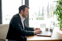 Chating på ett socialt nätverk Arkivfoton