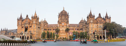 Chatrapati Shivaji Terminus conocida anterior como Victoria Terminus en Bombay, la India Imagen de archivo