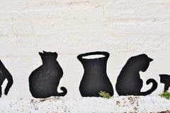 Chats grecs peints sur le mur d'une barrière Photos stock