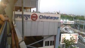 从chattarpur地铁车站的看法 免版税库存图片