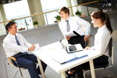 Chatting in office Royalty Free Stock Photography