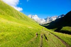 Chauchi峰顶的山风景  免版税库存照片