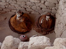 Chauchilla公墓的两个妈咪 免版税库存照片