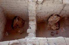 Chauchilla公墓的两个妈咪 库存照片
