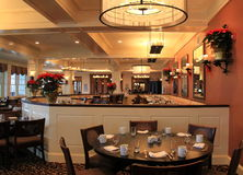 Chaud et faire bon accueil à la salle à manger a placé pour des invités, Sagamore Resort, atterrissage de Bolton, New York, 2016 Image libre de droits