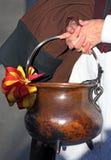 Chaudron avec des rubans dans des couleurs de Genève Image stock