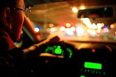 Chaufför i bil på natten Fotografering för Bildbyråer