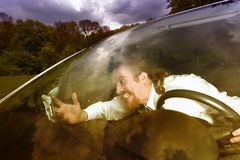 Chaufför som är rasande på GPS navigering Royaltyfri Fotografi