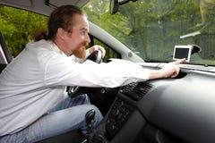 Chaufför som använder GPS navigering Royaltyfria Bilder