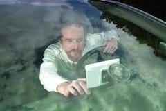 Chaufför som använder GPS navigering Royaltyfria Foton