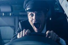 Chauffören får in i bilkrasch Royaltyfri Bild