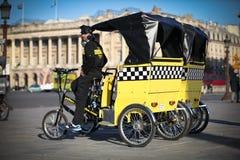 chaufförfrance paris rickshaw Arkivbild
