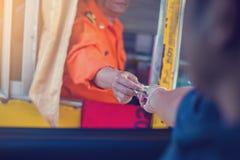 Chaufförlön för motorvägen royaltyfri foto
