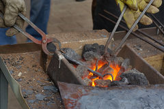 Chauffage du métal avant de modifier Photographie stock libre de droits