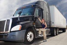 Chauffeur de camion de femme Photographie stock libre de droits