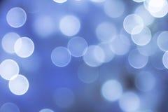 Chauffez l'éclairage décoratif pendant la vie de nuit bien projetée dans la ville image stock