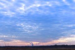 Chauffez l'électro station, tuyau, industrie, industrie, production, coucher du soleil, ciel Photographie stock