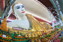 Chauk htatgyi som vilar buddha, Myanmar Arkivfoton