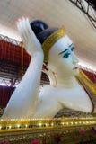 Chaukhtatgyi Buddhatempel i Yangon, Myanmar Arkivfoto