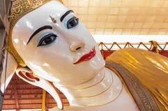 Chaukhtatgyi Paya, ο ξαπλώνοντας Βούδας σε Yangon, το Μιανμάρ. Στοκ Φωτογραφία