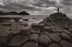 Chaussée de Giants après coucher du soleil, Irlande du Nord, R-U Photo libre de droits