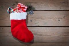 Chaussette de Noël sur en bois Photos libres de droits